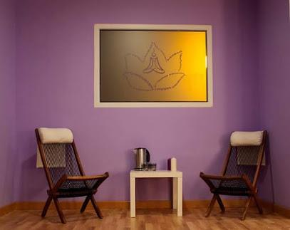 SATYA. Escuela De Yoga Y Meditacion