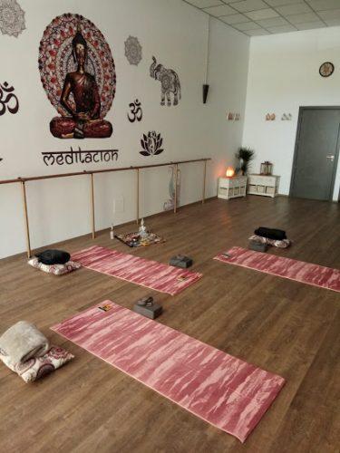 Estudio de Yoga y Pilates CHARAKVO