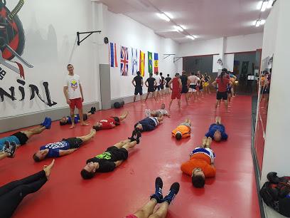 Ronin escuela de artes marciales, defensa personal y deportes de contacto.