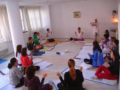 Kundalini Yoga School – Yogi Ji Granada