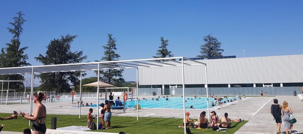 interior piscina casa de campo