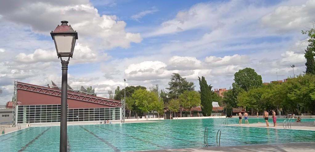 piscina polideportivo municipal aluche